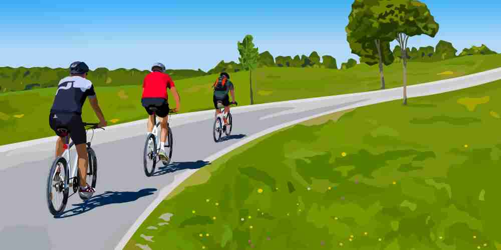 3 cyclists pacing